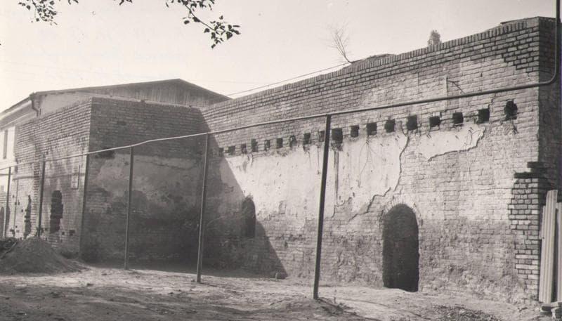 Kali-Yunus bathhouse before restoration work, 1982 photograph.