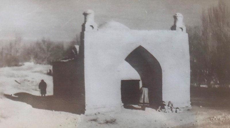Photo of the mausoleum of Dauytbek of the 50s of the last century.