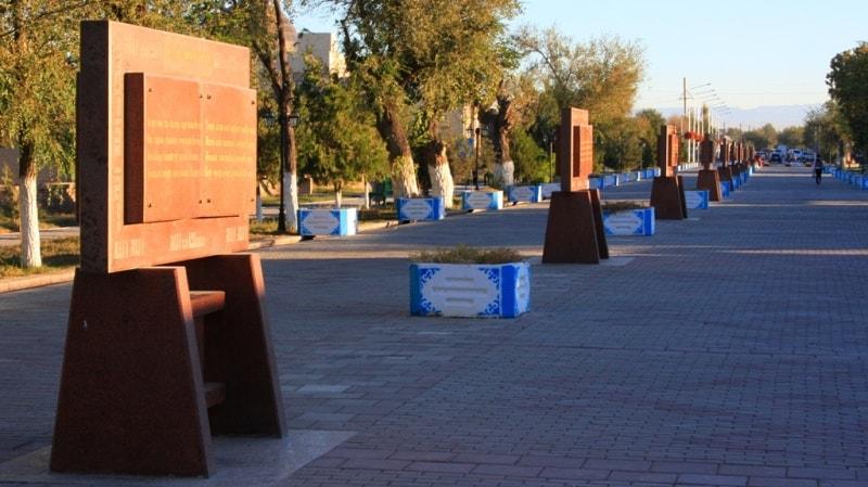 """Avenue """"Hikmets Yassaui"""" in Turkestan."""