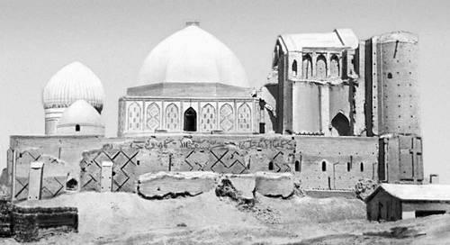 Мавзолей-мечеть Ходжа Ахмеда Ясави в г. Туркестане (Чимкентская область). Конец XIV в. (снимок сделан до реставрации 1955 -1957 г.г.).