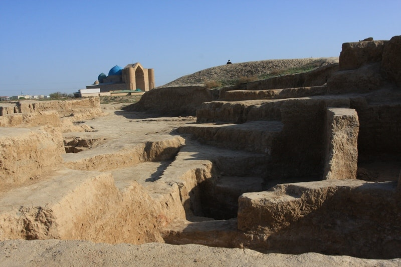 Hill Kultobe is located in 400 meters from Haji Akhmed Yasavis Mausoleum.