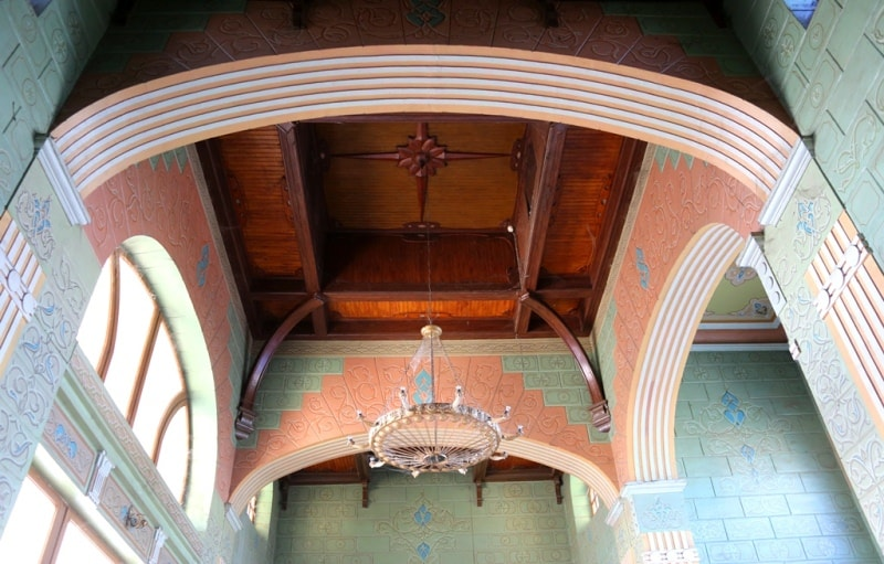 Верхняя часть вестибюля вокзала.