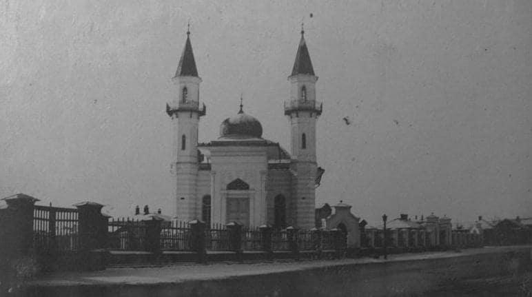 Двухминаретная мечеть в Семипалатинске.