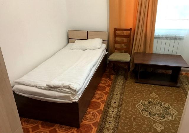 Standard twin room.