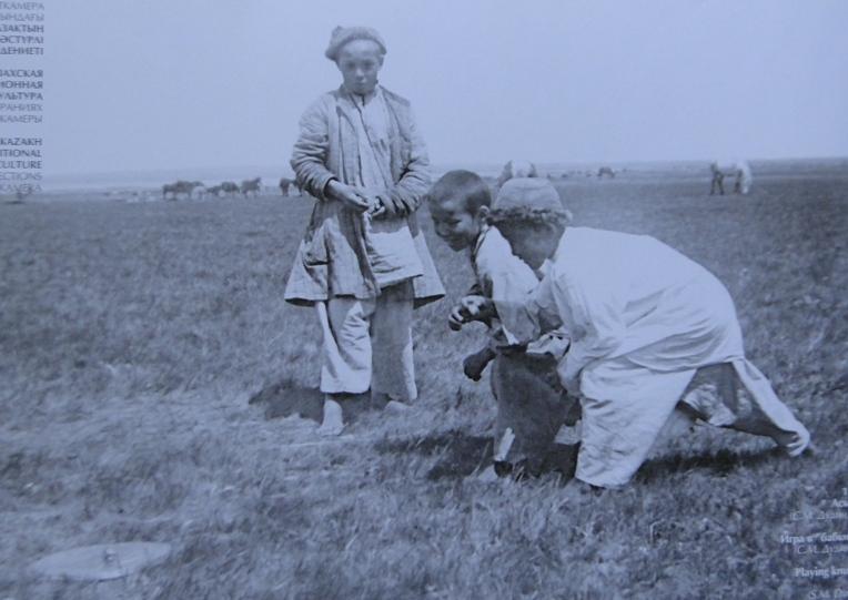 Alchiki - asyky kazakh of national game.