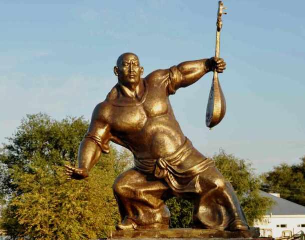 Памятник Балуан Шолаку в поселке Толе Би Шуйского района Жамбылскй области.