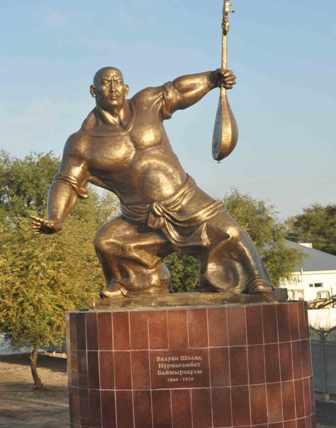 Тот же самый памятник в поселке Толе би.