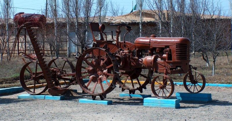 The tractor of the Kharkiv tractor plant in the museum Otrar.