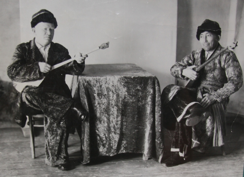 Manap Kokenov and Esirkep Konkabaevtyn aitys executors aitys from Kyzylorda province.
