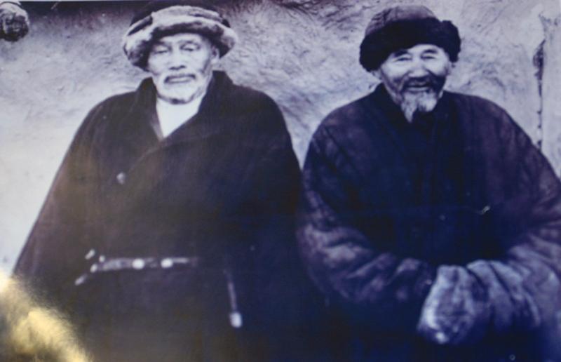 Казахская национальная одежда.