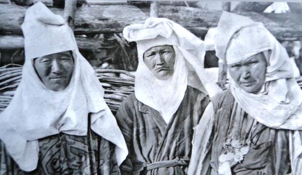 Женские головные уборы.