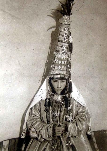 Фото невесты в 90-е годы XIX века (К.Де Лазари – начальник Лепсинского уезда).