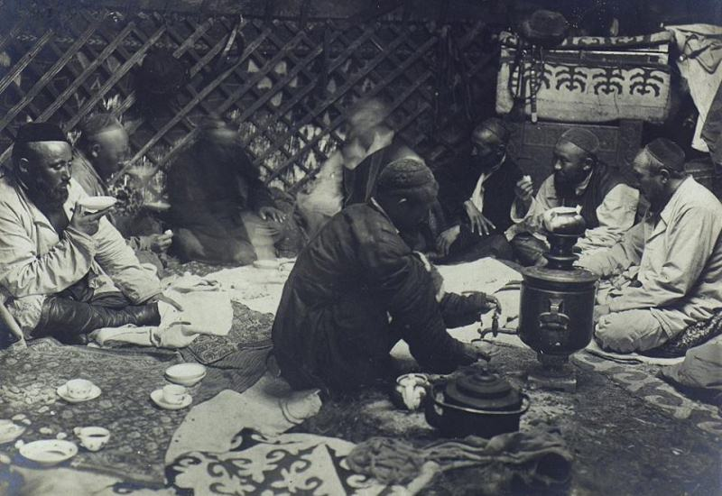 Treat guests. Dudin S.M. 1899.