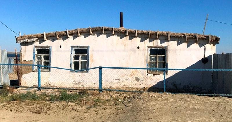 Саманные дома в нынешнем оселке Раим.