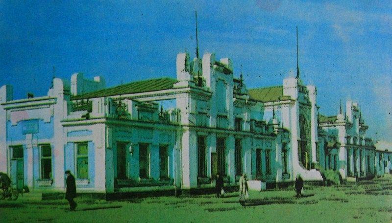 Вокзал ж-д станции Арысь 1. Фотография 80-ых годов XX века.