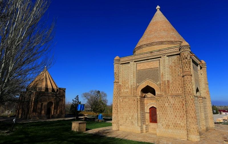 Мавзолей Айша-Биби в селе Айша-Биби.  XI – XII века.