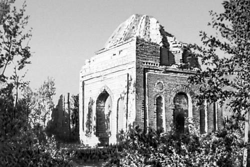 Мавзолей Бабаджи-хатун. Фотография из энциклопедии Каз. ССР.