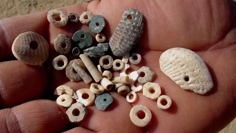Бусы найденные при раскопках на поселении Кос-Кудук.