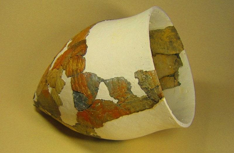 Небольшой сосуд  найденный при раскопках на поселении Кос-Кудук.