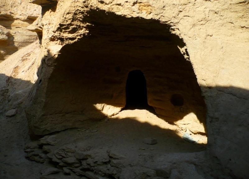 Вход в подземную мечеть Уйтолы.