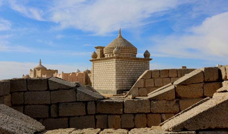 Купола мавзолеев на некрополе Старый Бейнеу.