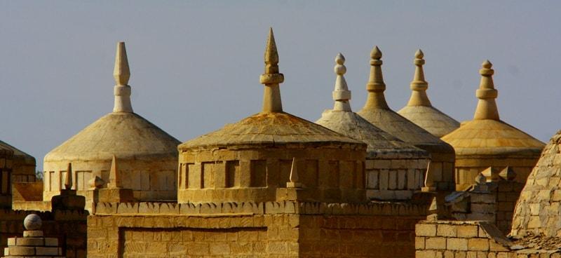 Мавзолеи на некрополе Кашкар-Ата.