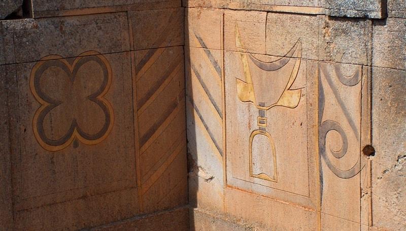 Росписи узоров на стенах  уштаса.