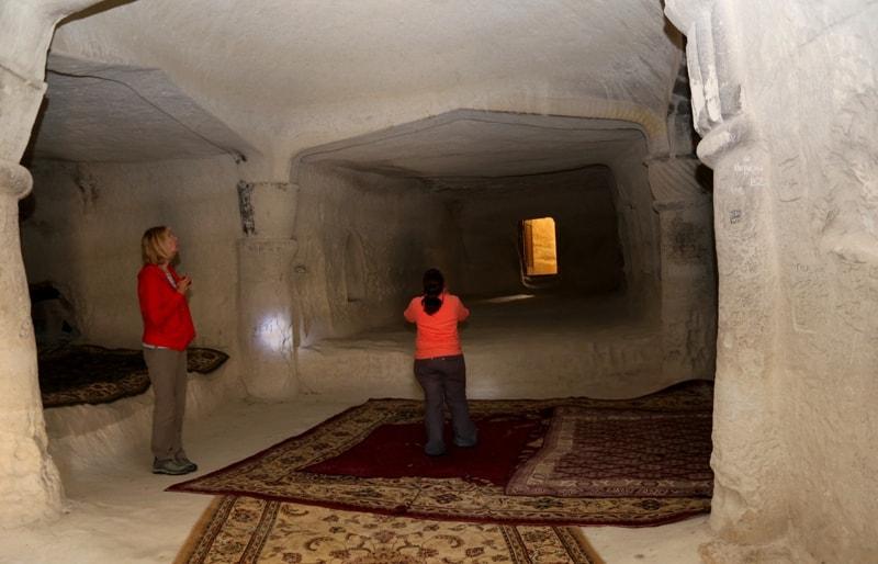 Подземная мечеть Шакпак-ата и ее окрестности.