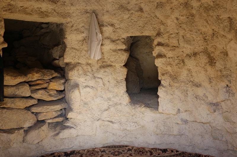Комната в подземной мечети Старый Бейнеу.
