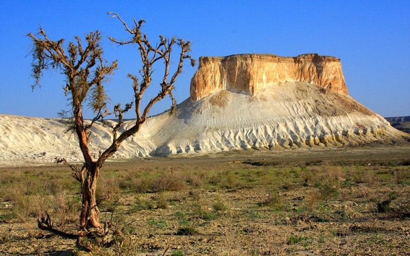 Boszhira natural boundary. Gore Borly tau. Mangystau Region.