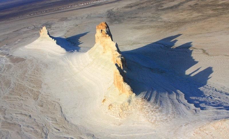 Boszhira natural boundary. Mountain Ushkir tau. Mangystau Region.