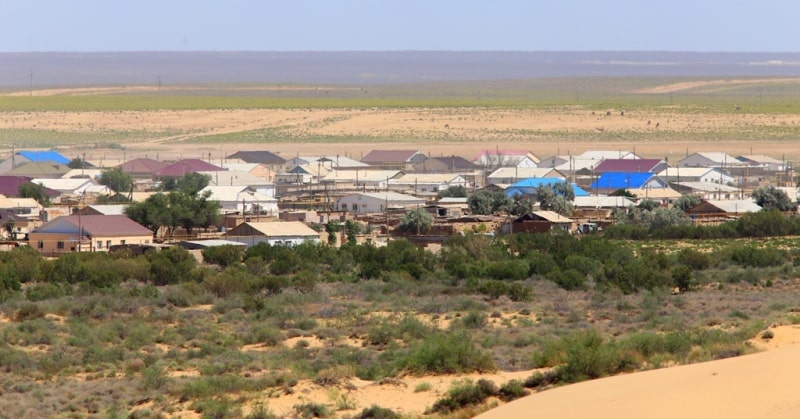 Sands Sauskan and settlement Ushtagan.