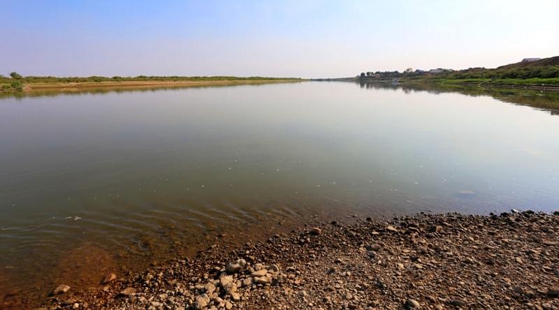 Река Урал в окрестностях поселка Индерборский.