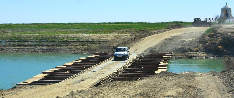Понтоный мост через Сыр-Дарью.
