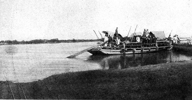 Переправа на пароме через реку Или.