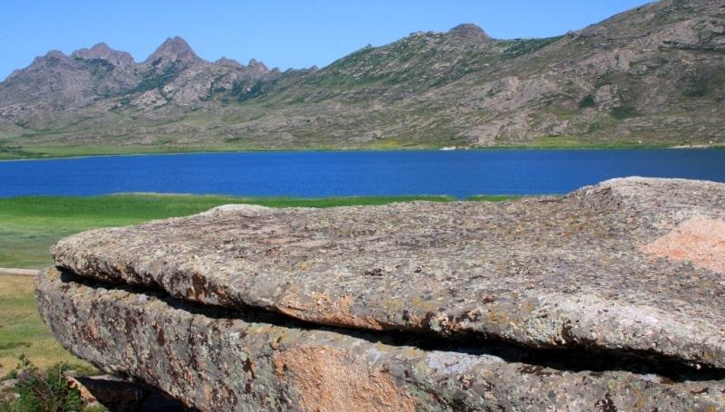 Айыр (Монастырское) озеро и его окрестности.