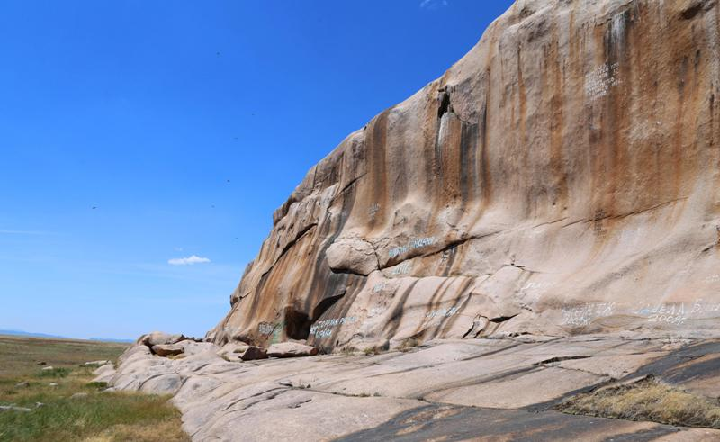 Boritastagan granite cliff.