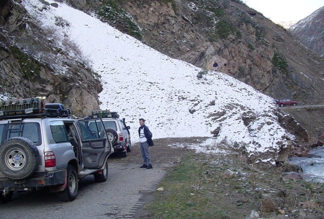 In the morning on April 19, 2004 a meeting at an avalanche, we service vehicles fuel from canisters.