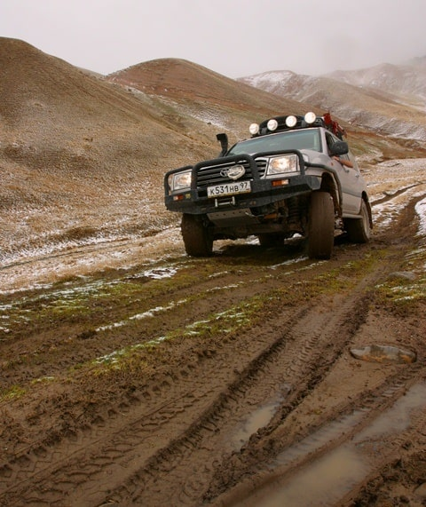 The car keeps on slippery soil, protectors are hammered with dirt - full helplessness.