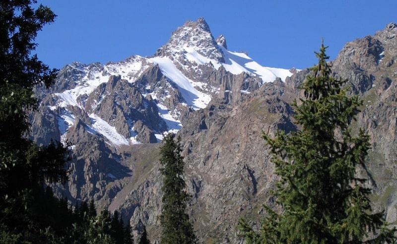 Пик Орджоникидзе. Вид из ущелья Левый Талгар.
