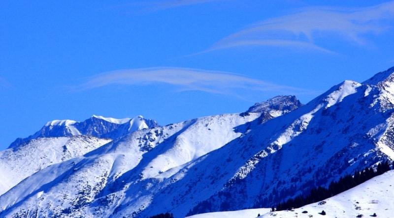 Вид на пик Талгар высотой 4978,9 метров над уровнем моря.