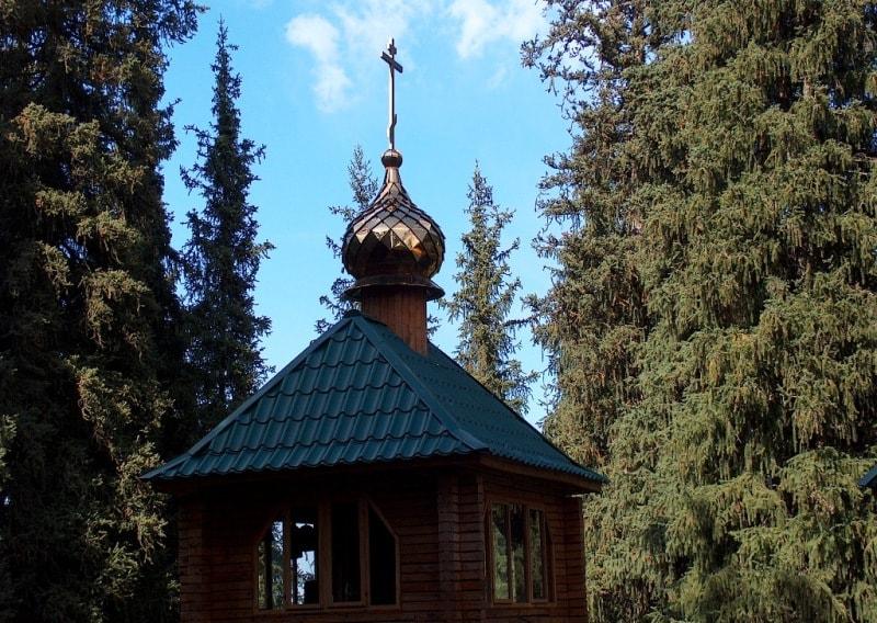 Первая Аксайская церковь до оползня на территории Аксайского скита в июне 2017 года.