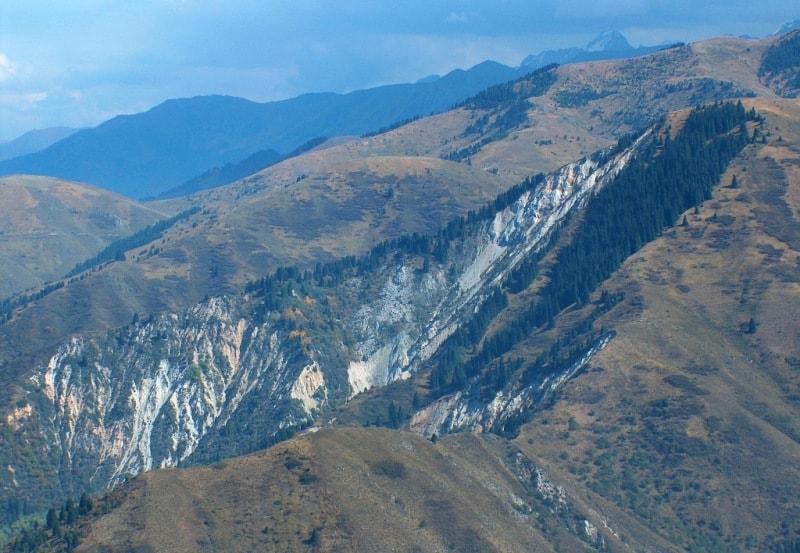 Вид на Акжарский обвал.