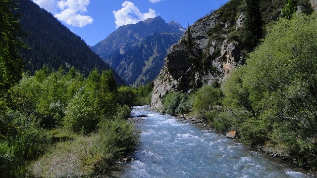 Река Иссык выше Иссыкского озера.