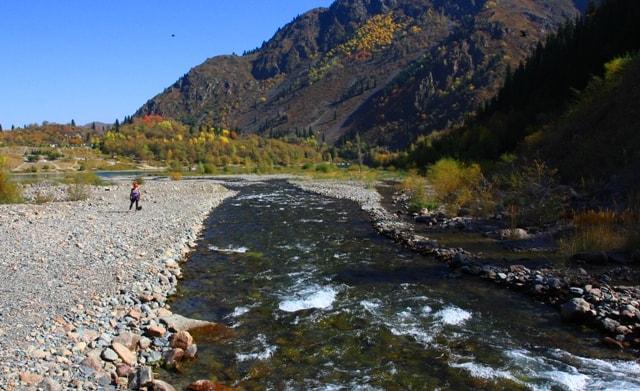 Река Иссык на пути к озеру Иссык.