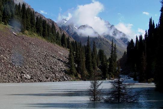 Озеро образуемое в ущелье Левый Талгар после схода селя из под пика Орджоникидзе.