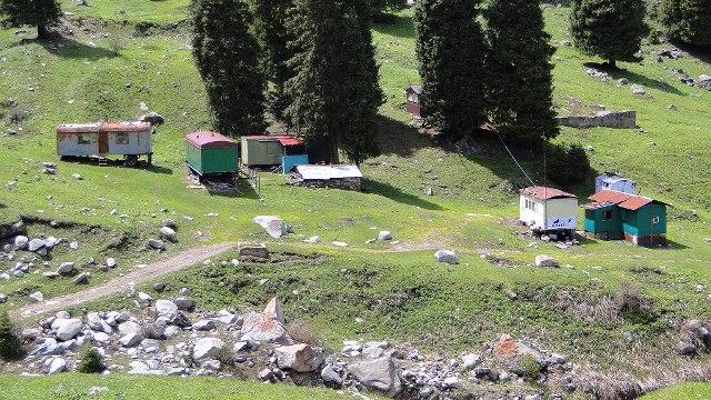 Общий вид на альпинистский лагерь Туюксу.