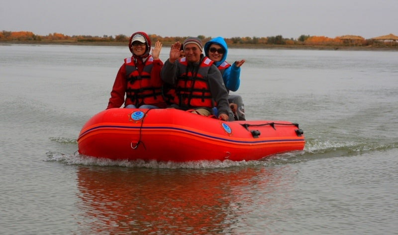 Travels on the Syr-Darya river.