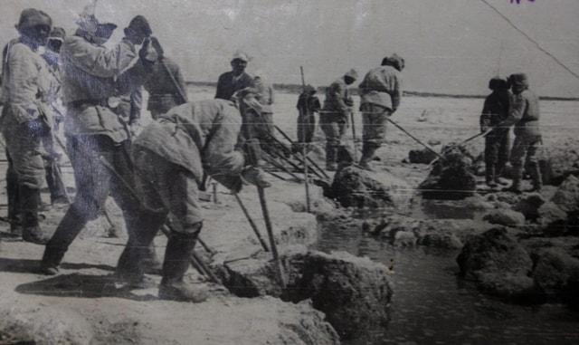 Extraction of salt on the lake Zhaksy Kylysh. 1960.