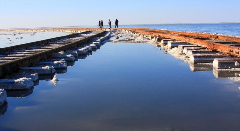 Extraction of salt on the lake Zhaksy Kylysh.